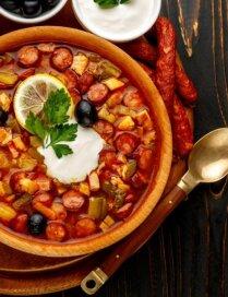 Soļanka – pagatavo pirmdien, baudi trīs dienas: 12 receptes kreptīgām vakariņām