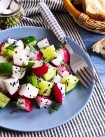 Kraukšķīgā pavasara tiesa – 12 salātu receptes vakariņu laikam