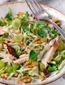 Bez aizspriedumiem: 12 variācijas salātiem ar vistas gaļu