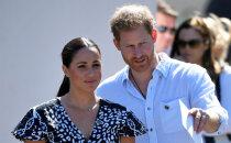 Foto: Britu princis Harijs ar ģimeni ieradies vizītē Āfrikā
