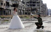 Saviļņojoši kāzu foto: Mīlestība uz kara fona