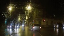 Autovadītājs Rīgas centrā ignorē ceļazīmes