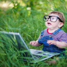 Līdz 2 gadu vecumam gadžetiem jāsaka nē: ASV Pediatrijas akadēmijas ieteikumi par tehnoloģiju lietošanu