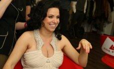 Foto: LieneCandy izspīlē raženās krūtis