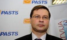 """Премьер: Латвию не """"подгоняют"""" под критерии евро, показатели стабильны"""