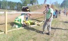 Video: Šausminoša avārija bez traģiskām sekām blakusvāģu motokrosā Gulbenē