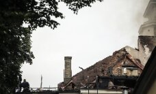 Ugunsdzēsējs: ņemot vērā platību, grūti noteikt, kur sākās ugunsgrēks Rīgas pilī