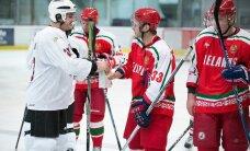 Foto: Kā Saeimas deputāti hokeja laukumā baltkrievu kolēģus 'integrēja Eiropā'