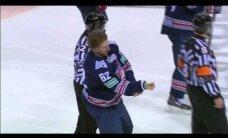 Video: KHL Austrumu konferences līderu mačā hokejisti izvicina dūres
