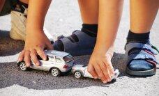 Cēsīs divu auto sadursmē cieš maza meitene
