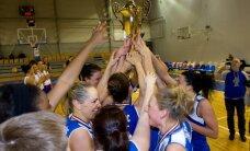 'Cēsu' basketbolistes nosargā Latvijas čempionu titulu (+FOTO)