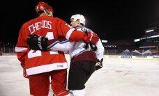 Video: Ozoliņš ar vecajiem 'Avalanche' kolēģiem leģendu spēlē uzvar 'Red Wings'