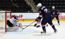 Latvijas U-18 izlases hokejistiem smaga sakāve cīņā pret favorītiem amerikāņiem