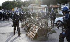 Francijas policija izklīdina protestētājus nozīmīgā degvielas noliktavā