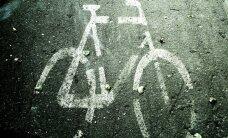 Daugavpilī automašīna notriec velosipēdistu