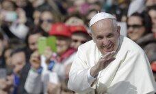 Папа Римский забрал с Лесбоса более десятка беженцев