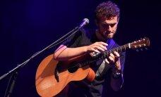 Foto: Ar perkusionisko ģitārspēli Rīgā atgriežas Raiens Kīns