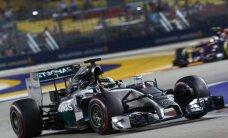 Hamiltons apsteidz Rosbergu ASV 'Grand Prix' pirmajā treniņbraucienā