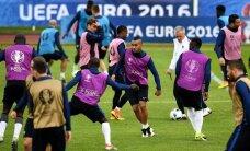 Eiropas futbola čempionātā tiek aizvadītas divas pēdējās A apakšgrupas spēles