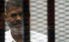 Ēģiptē atliek sprieduma nolasīšanu spiegošanās lietā pret Mursi