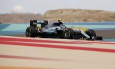 Rosbergs uzvar F-1 Ķīnas posma kvalifikācijā; Hamiltonam būs jāstartē no pēdējās vietas