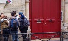 Francijā vidusskolas lūdz ļaut smēķēt to teritorijā, lai bērni nekļūtu par teroristu mērķi