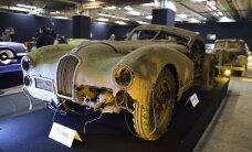 Par miljoniem tiks izsolīti pamestā Francijas šķūnī atrastie retro auto