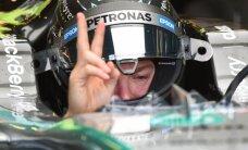 'Mercedes' ātrākie Austrālijas 'Grand Prix' brīvajos treniņos, 'Manor' un 'Sauber' paliek boksos