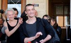 Krievijā māksliniekam par drošības dienesta durvju aizdedzināšanu piespriež naudassodu
