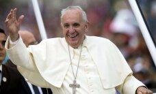 Опрос: Папа римский популярнее любого мирового лидера
