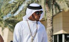 Hamiltons saņem kritiku par savu arābu ietērpu Bahreinas 'Grand Prix'