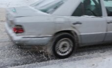 Saduroties diviem auto, Kārsavā cietuši divi cilvēki