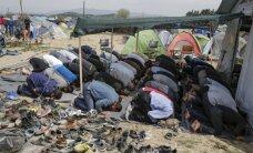 Migranti aizdedzina savu nometni Grieķijā