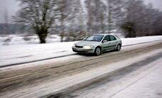 Sniegs un apledojums apgrūtina braukšanu Vidzemē un Latgalē