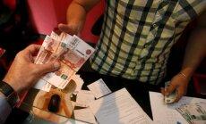 Pieaug bažas par finanšu krīzi Krievijā, brīdina 'Financial Times'