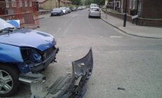 Aicina Latvijā reģistrēto auto īpašniekus atbildīgi izturēties pret apdrošināšanu Lielbritānijā