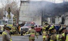 Sprādzienos un ugunsgrēkā kosmētikas ražotnē ASV cietuši vismaz 30 cilvēki