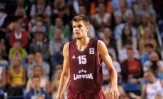 Ausējs un ilgstoši traumētais Siliņš atskaitīti no basketbola valstsvienības pirms pēdējā treniņa Latvijā