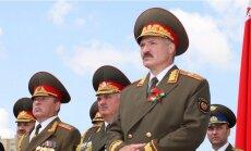 Lukašenko iesaka Janukovičam ņemt rokās ieroci un 'upurēt sevi'