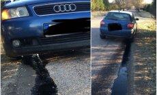 Foto: 'Audi' milzīgā bedrē pārsitis karteri – visa eļļa pa zemi