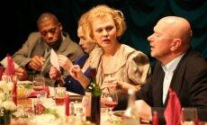 Rīgā un Valmierā varēs noskatīties godalgoto Daugavpils teātra izrādi 'Jubileja '98'