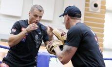 Foto: Briedis līdzjutējiem ļauj ielūkoties treniņu procesā; Peress atklātajam treniņam pieiet formāli