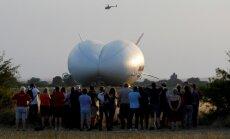Foto un video: Pasaulē lielākais lidaparāts dodas pirmajā lidojumā