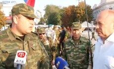 Video: Intervijas laikā sastrīdas Krimas 'pašaizsardzības' vienības karavīri