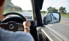 Saeima atļauj no 1. novembra Latvijā reģistrēt auto ar stūri labajā pusē