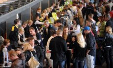 Tehniskas problēmas Rīgas lidostā no rīta traucē reģistrāciju avioreisiem