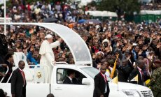Foto: Pāvests viesojas pie Āfrikas tautām