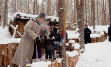 Foto: Ziemassvētku kauju vietās rekonstruē strēlnieku sadzīvi un cep 'bada pankūkas'