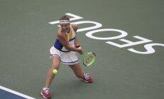 Galvenā favorīte Ostapenko droši iesoļo Seulas turnīra ceturtdaļfinālā