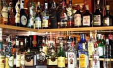 Krievijā krīzes dēļ popularitāti gūst alkohols, kas imitē viskija un ruma garšu